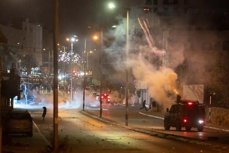 В израильском городе Лод введено чрезвычайное положение из-за столкновений арабов и евреев (ВИДЕО)