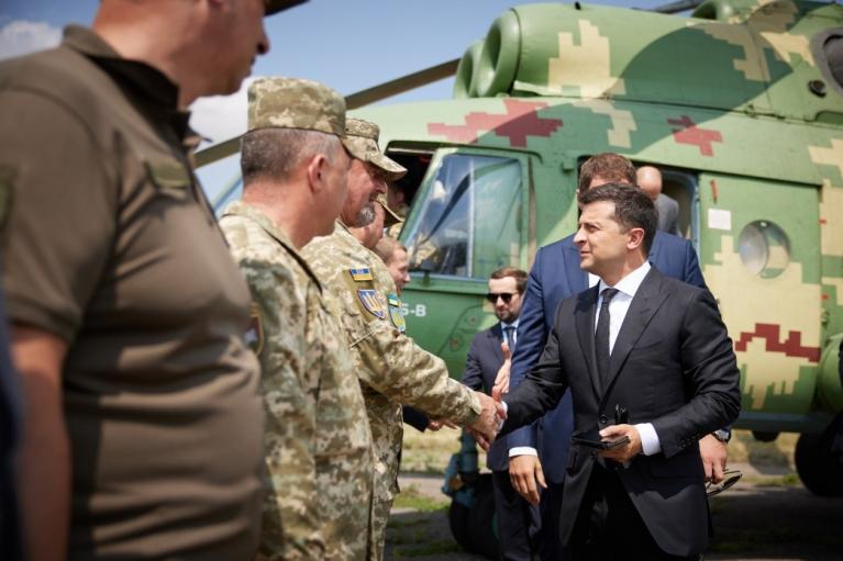 Зеленский приехал в Донецкую область: поговорить с солдатами, позаседать с СНБО