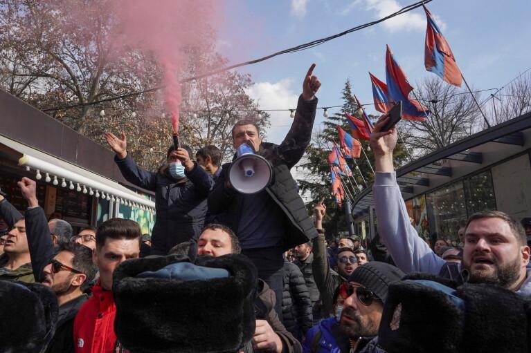 У Вірменії тривають масові протести з вимогою відставки Пашиняна