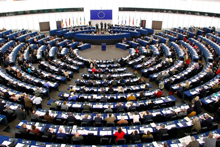Небезпечна доповідь. Навіщо Європарламент перейшов у наступ на Польщу