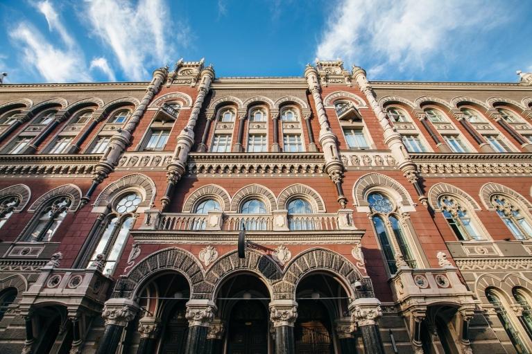 НБУ выпустил монету, посвященную украинскому писателю-новатору (ФОТО)
