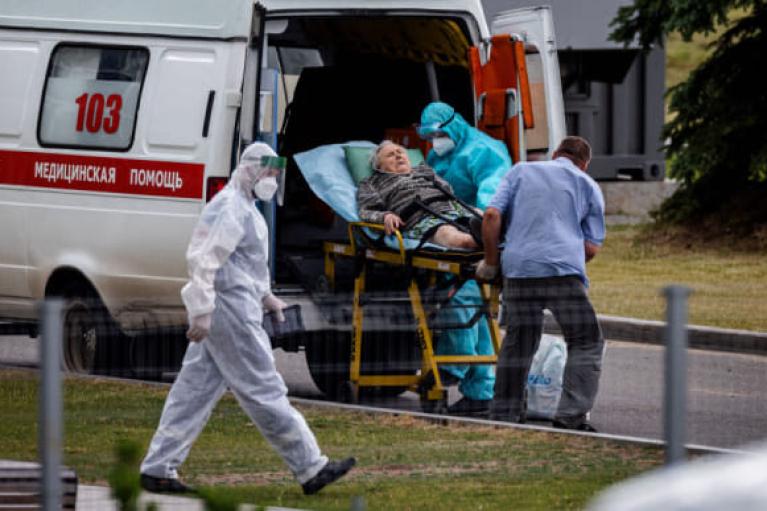В России от COVID-19 снова умерли более тысячи человек за сутки