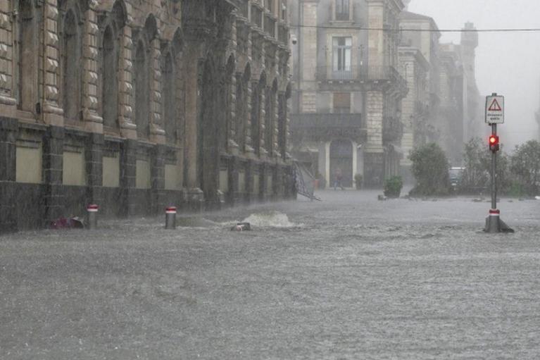 На Сицилії внаслідок жорстоких штормів затоплено місто Катанія, є загиблі