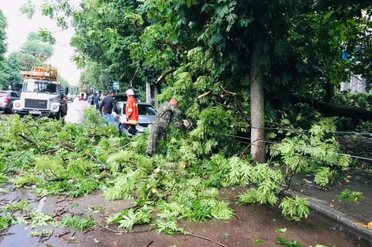 Непогода обесточила более 350 населенных пунктов в 13 областях Украины