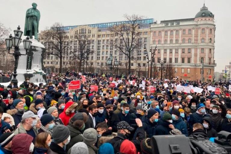 Масові протести у Росії: затримання тривають, є проблеми з мобільним зв'язком (ФОТО, ВІДЕО)