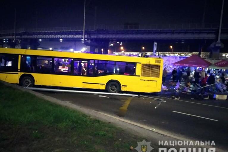 Смертельное ДТП на Выдубичах в Киеве: полиция задержала водителя автобуса