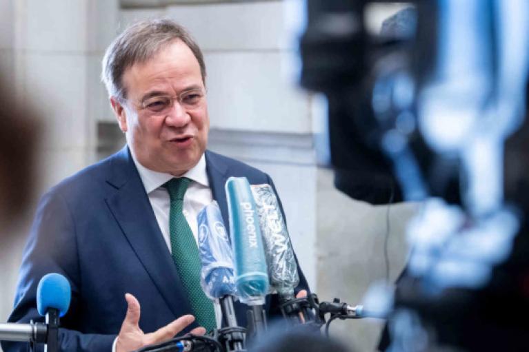 """Кандидат в канцлеры Германии пообещал остановить """"Северный поток-2"""""""