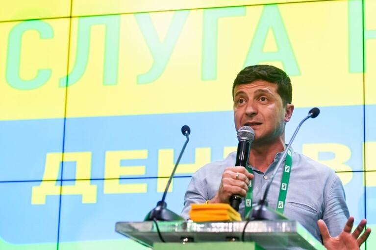 """Уголовное дело для """"Слуги народа"""". Как Зеленский будет спасать свою партию от обвинений в коррупции"""