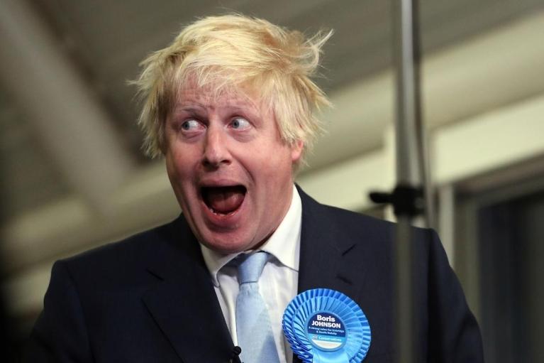 Россиянин пытался подбросить в посольство Великобритании записку для Джонсона: что в ней