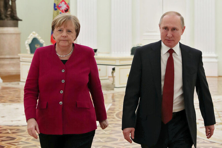 Путин обсудил с Меркель ситуацию на Донбассе