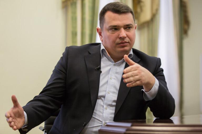 """""""Конверты"""" для нардепов: в НАБУ подали больше 10 заявлений"""