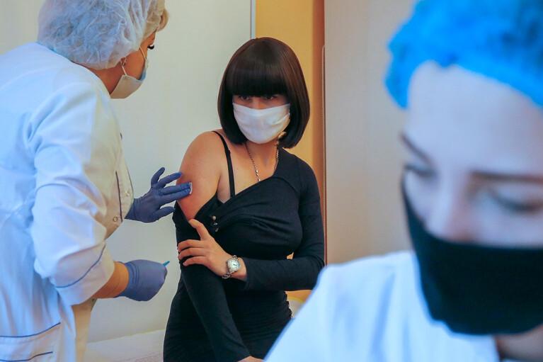 """""""Слуга"""" Радуцкий заявил, что серьезных осложнений после старта вакцинации в Украине не зафиксировано"""