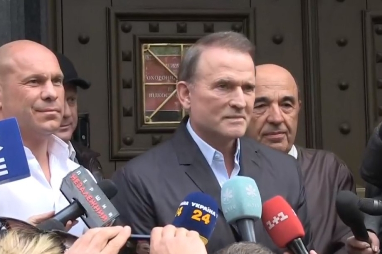 Медведчук вийшов із ОГП після 2,5 годин допиту: Проти нього відкрили ще одне провадження