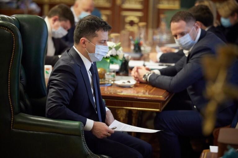 Несмотря на отсутствие препаратов, Зеленский требует четких сроков и детальной программы вакцинации