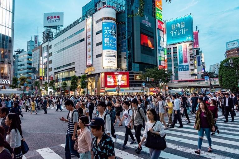 Токио снимает карантинные ограничения с заведений питания