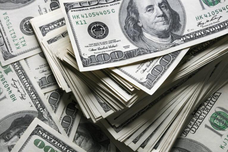 "Курс валют на 22 апреля: доллар пересек ""психологическую отметку"""