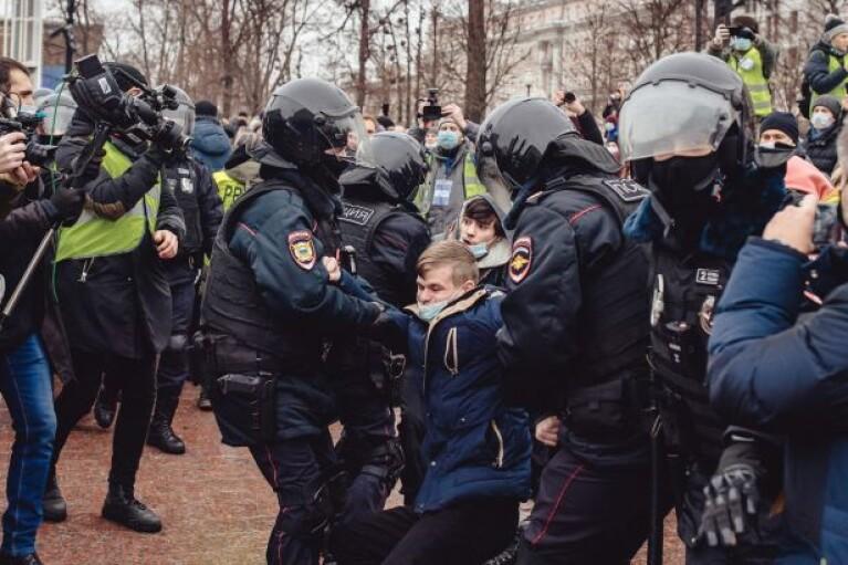 У центрі Москви тривають жорсткі сутички з поліцією (ВІДЕО)