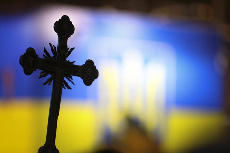 Латиница, католицизм, перевернутый флаг. Что еще можно сделать с Украиной