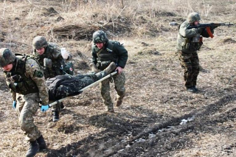 Оккупанты из пулеметов ранили гражданского жителя в Донбассе