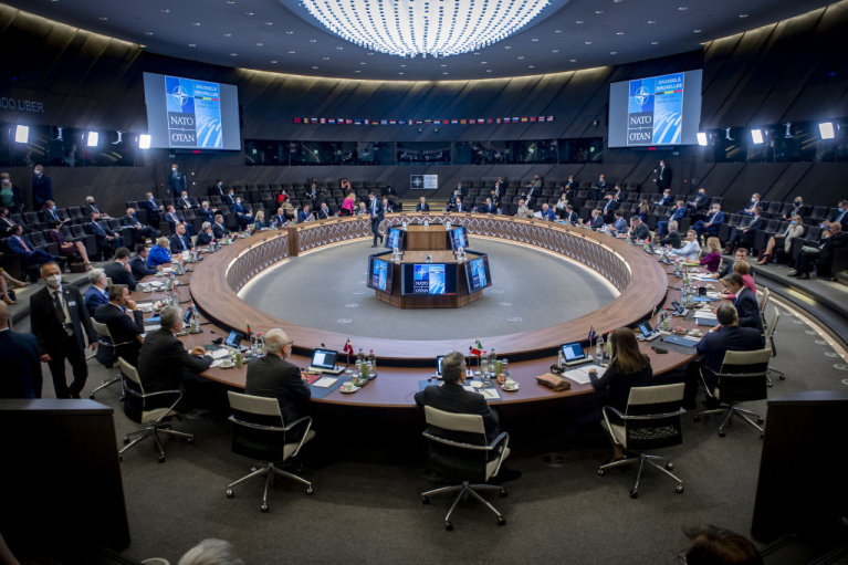 Украина за скобками, Китай - проблема, Россия - враг. О чем договорились на саммите НАТО