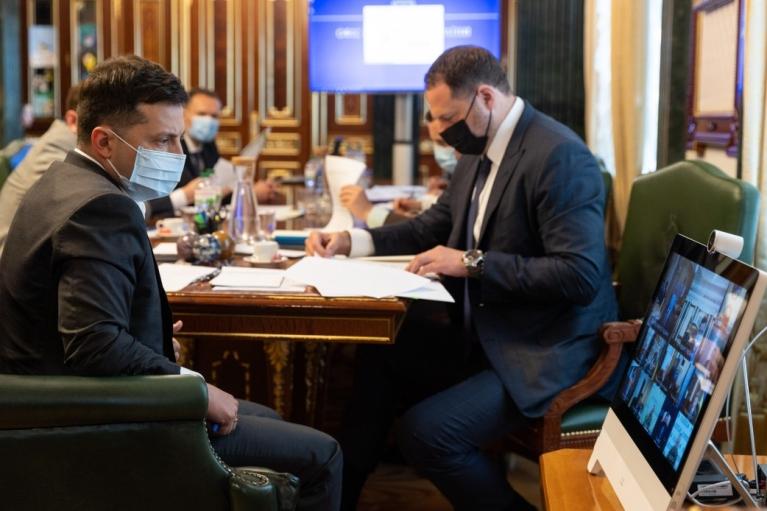 """Шмыгаль заявил, что часть областей может перейти в """"зеленую"""" зону карантина"""