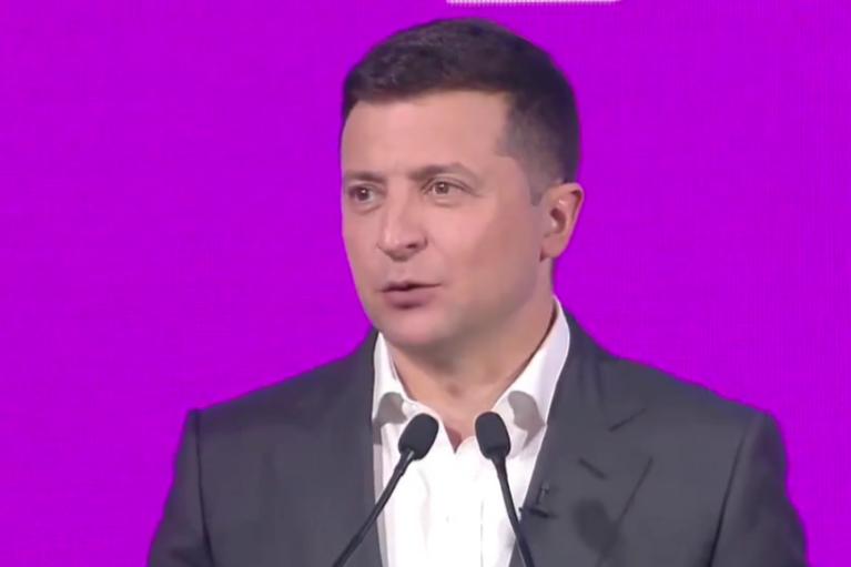 """Комп'ютер не розуміє слова """"порєшать"""": Зеленський похвалився """"digital-революцією"""" в Україні"""
