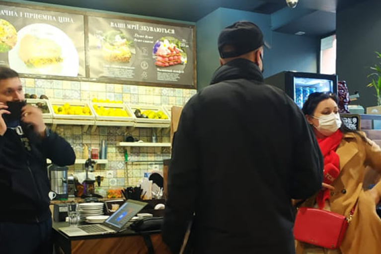 В Киеве за нарушение карантина оштрафовали ресторан (ФОТО, ВИДЕО)