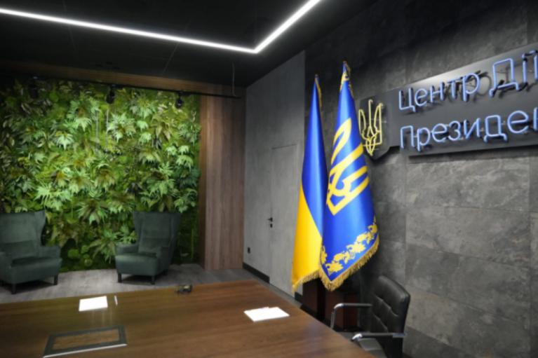 Кукольный театр или джунгли. Зеленский смутил журналистов новым интерьером своего кабинета (ФОТО)
