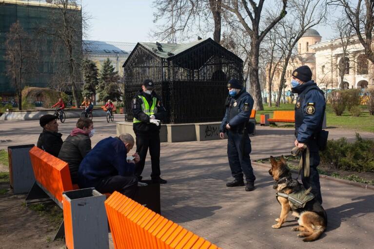 """Киев будет """"оранжевым"""" еще несколько месяцев"""