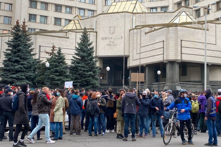 "Суддям КСУ принесли ""квиток"" до Януковича (ФОТО, ВІДЕО)"