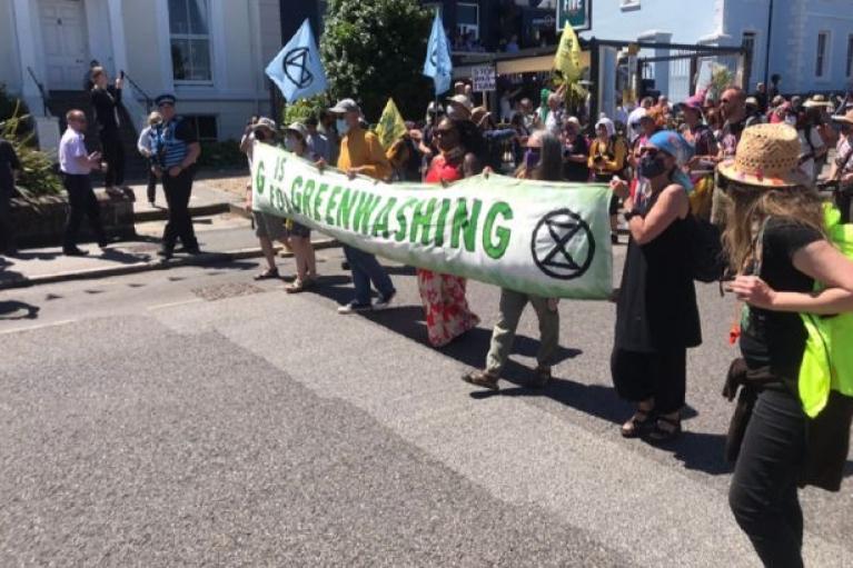 Клімат і права людини: тисячі протестувальників зібралися на акції під час саміту G7 (ВІДЕО)