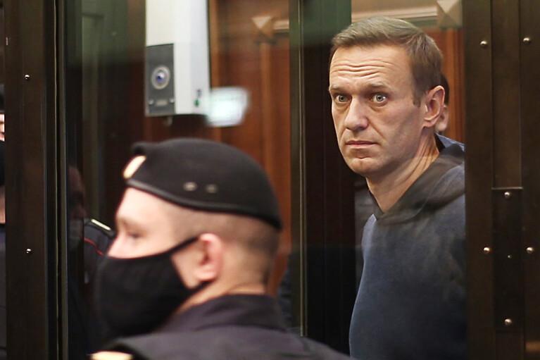 Навального етапували до колонії