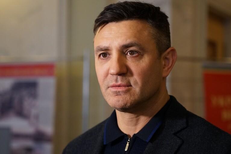 """""""Слуга"""" Тищенко готується до своєї першої поїздки на Закарпаття, але боїться нацменшин"""