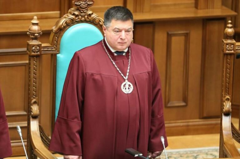 """""""Хто у домі господар"""". Навіщо Зеленський заважає Тупицькому зайти до Конституційного суду"""