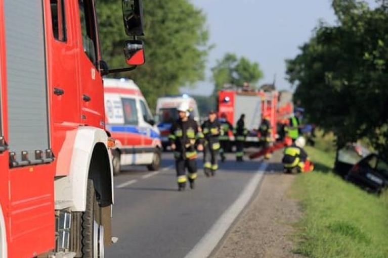 У Польщі водійка напідпитку врізалась в автобус з українцями: десятеро постраждалих (ФОТО)