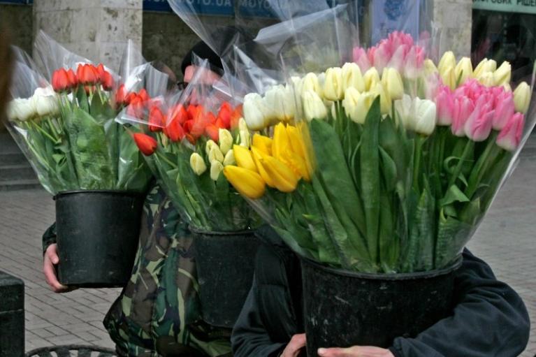 Десоветизация отменяется. Почему Зеленский решил сохранить 8 марта и 1 мая