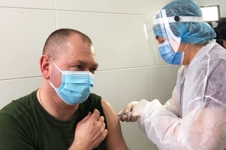 Глава Пограничной службы вакцинировался от COVID-19 (ФОТО, ВИДЕО)