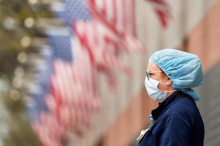 В США вакцинированным от коронавируса разрешили не носить маски