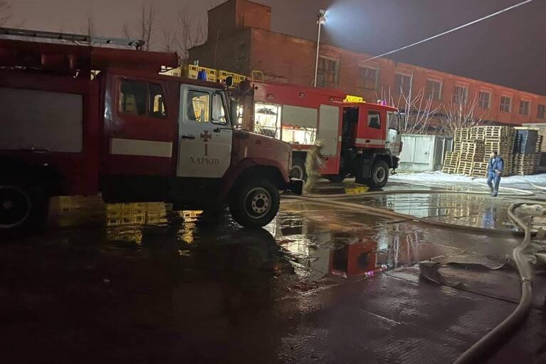 Масштабна пожежа у Харкові: чорний дим оповив кілька кварталів (ФОТО)