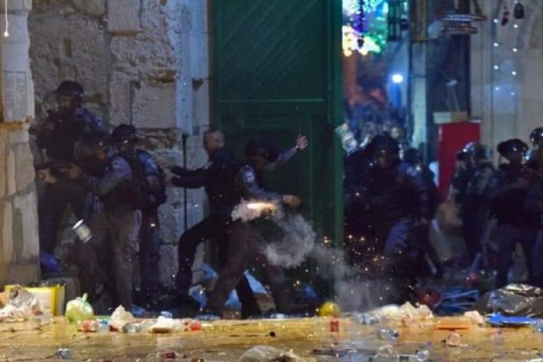 Кінець Рамадану: у сутичках на Храмовій горі в Єрусалимі постраждали сотні осіб (ВІДЕО)