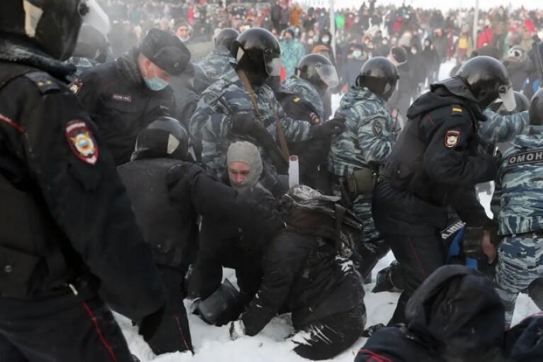 У Росії затримали рекордну кількість протестувальників за останні 10 років