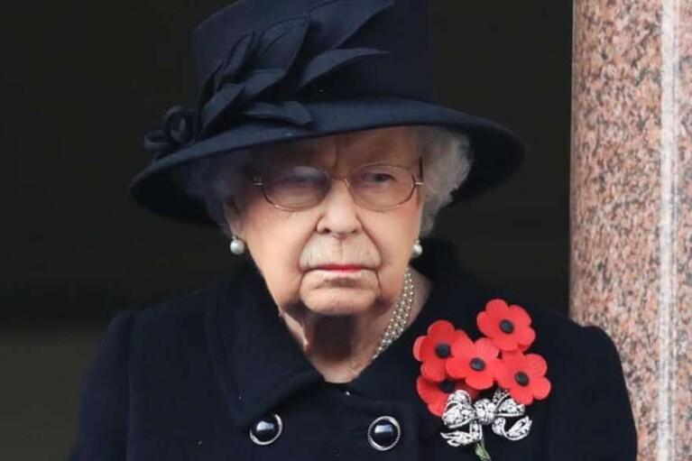 Єлизавета II повернулася до виконання королівських обов'язків