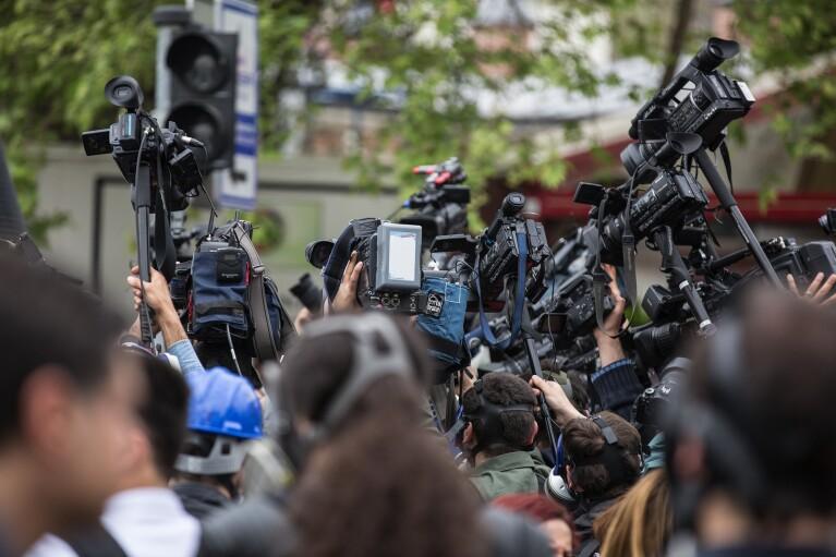 Власти отреагировали только на треть обращений украинских журналистов: данные мониторинга