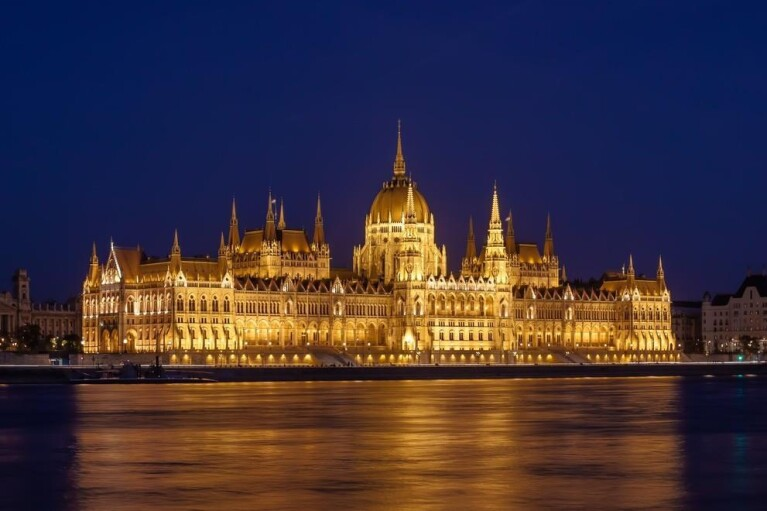 Сосед Украины Венгрия уходит на локдаун с 8 марта