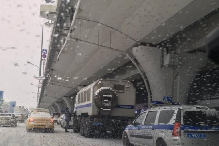 До Росії повертається Навальний: під аеропортом вже чекають автозаки (ВІДЕО)