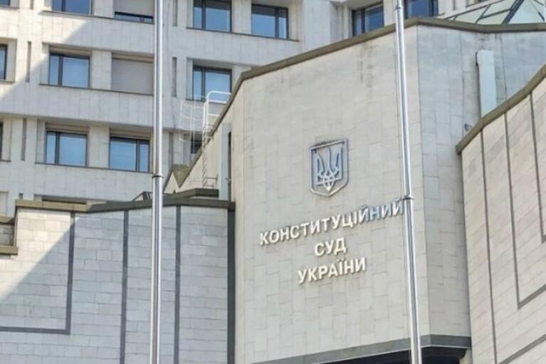 Кресло раздора: Двое судей КСУ устроили перепалку из-за места Тупицкого