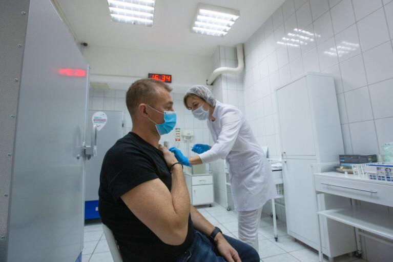 Самоліквідація вакцинацією. Як російська боротьба з COVID-19 прорідить іхтамнетов в ОРДЛО