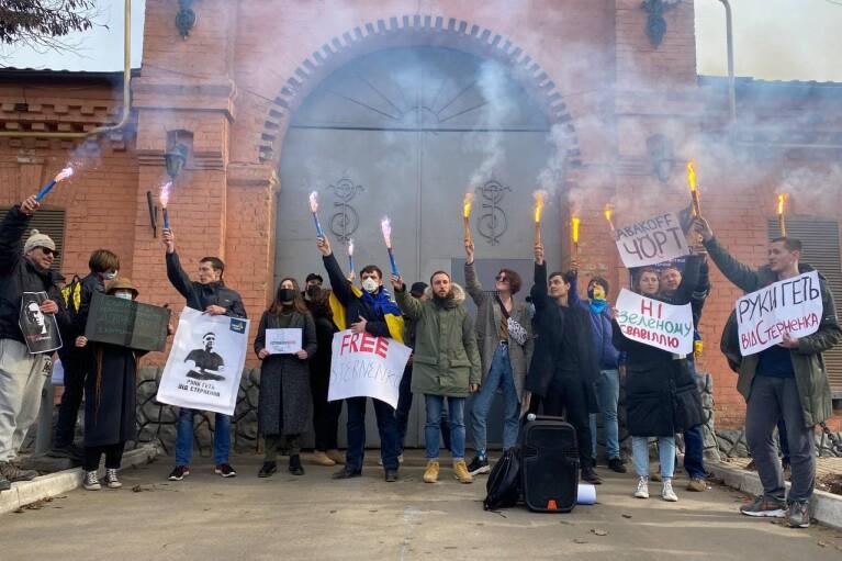 В Одесі біля СІЗО проходить акція на підтримку Стерненка (ФОТО)
