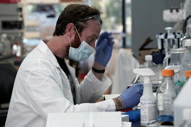 Українські вчені вперше в світі навчилися прогнозувати тяжкість перебігу COVID-19 за аналізом крові