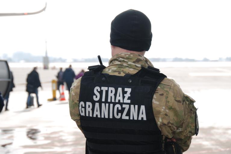 Украинка подняла на уши аэропорт в Польше неудачной шуткой
